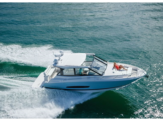 """LOA: 37'3"""" 
