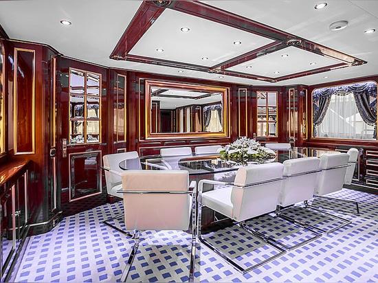 35m Benetti motor yacht Pida on the market