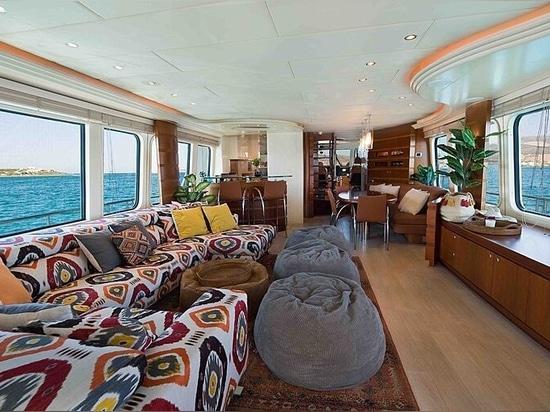 26m Moonen motor yacht Prana on the market