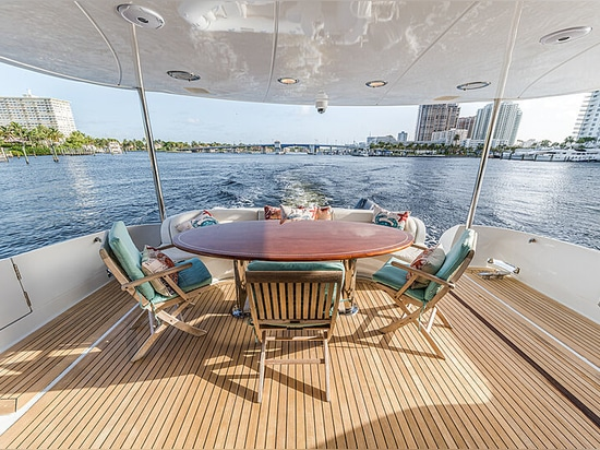 24m Lazzara motor yacht Kemosabe on the market