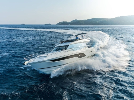 The 590 will appeal to those wishing to upsize but wanting to still fit into most UK marinas.