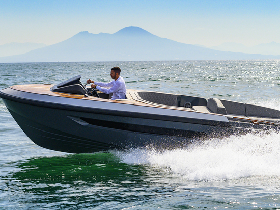 A 300hp diesel engine and Castoldi jet drive should make for a fun ride out at sea