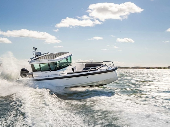 Axopar's 28 Cabin combines expert handling with unique styling.
