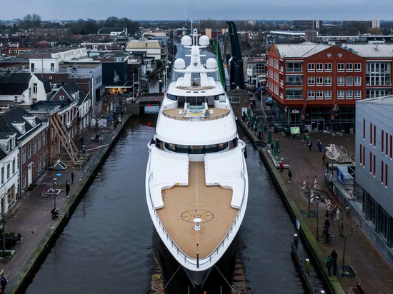 Video: Watch the time-lapse construction of Feadship superyacht Boardwalk