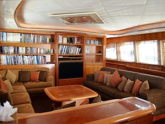 34m Antago yacht Dear Henri looking for a new owner