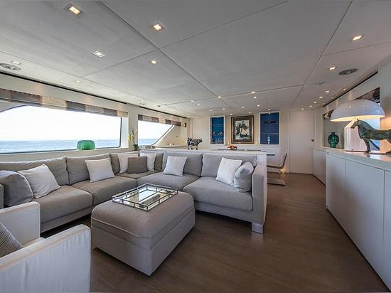 28m Sanlorenzo motor yacht Saspa on the market
