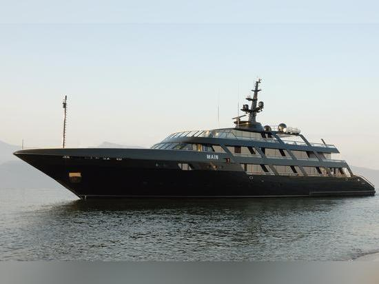 Armani's 65 metre Codecasa superyacht Maìn
