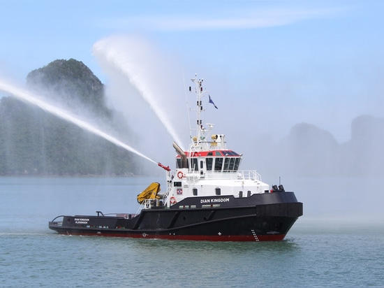 Dian Kingdom shows off its firefighting abilities (Seacontractors)