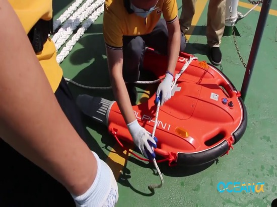 Water-jet Board Dolphin 1 Assist to Deploy Long Mooring Lines