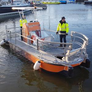 廃棄物回収船