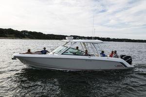 船外ランナバウトボート / ツインエンジン / ボウライダー / デュアルコンソール
