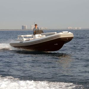 船尾駆動インフレータブルボート