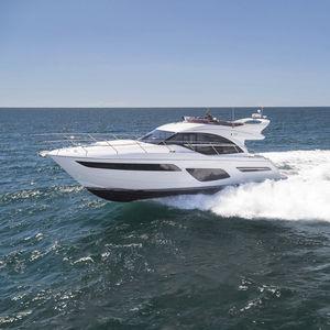 クルージングモーターヨット / フライブリッジ / 移動用船艇 / キャビン3つ