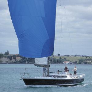 クルージング帆船 / ブリッジサロン / セントラル コックピット / キャビン2つ