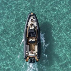 船外機インフレータブルボート / 双発 / 半硬質 / セントラル コンソール