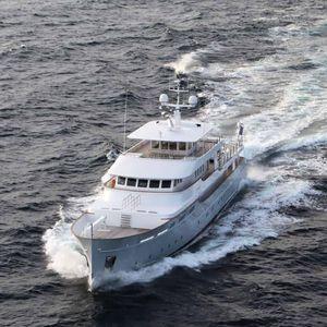クルージングメガヨット