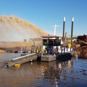 ポンプ浚業船