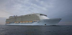 クルージング船