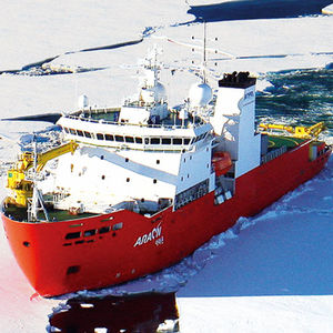 氷割り専用船