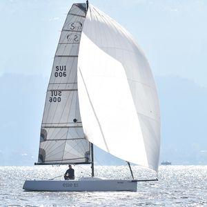 デイセーラーヨット / スポーツキールボート / オープントランサム / カーボン製