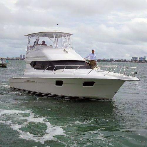 船内エクスプレスクルーザー / ディーゼル式 / ツインエンジン / フライブリッジ