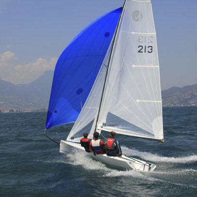 スポーツキールボートヨット