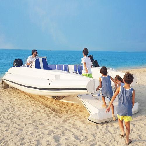 船外インフレータブルボート / ツインエンジン / 半硬式 / サイド コンソール