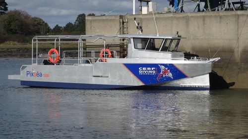 潜水サポート船
