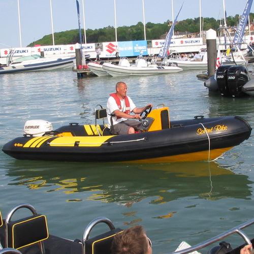 船外インフレータブルボート / 半硬式 / ジョッキーコンソール / 4人