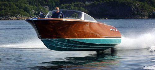 クラシックランナバウトボート