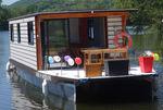 カタマランハウスボート