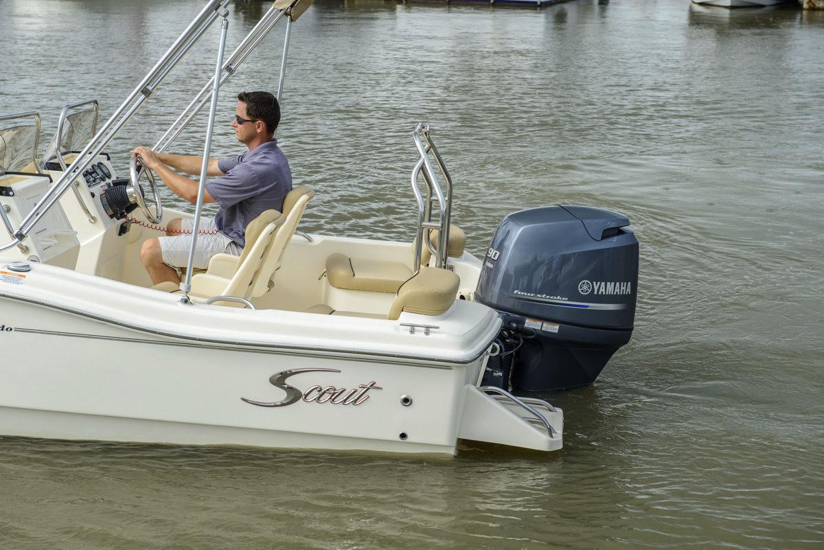 Lancha De Proa Aberta Com Motor De Popa 175 Dorado Scout Boats Com Console Dupla Bowrider Para Esqui Aquatico