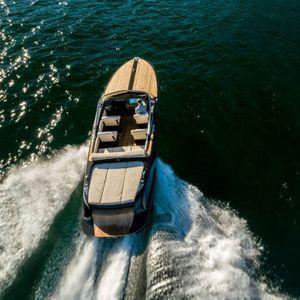 lancha Express Cruiser com motor de centro / elétrica / bimotor / open