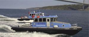 barco profissional barco-patrulha / com motor de centro / em HDPE