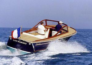 lancha Day Cruiser com motor de centro / open / em madeira / clássica