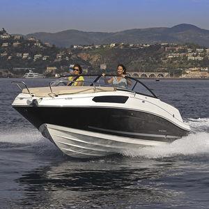 lancha Day Cruiser com motor de centro / open / esportiva / máx. 8 pessoas