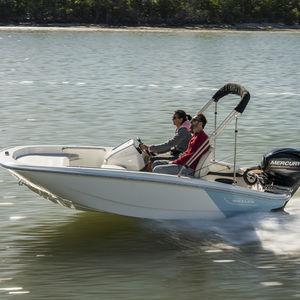 lancha de console central com motor de popa / com console lateral / esportiva / de pesca esportiva