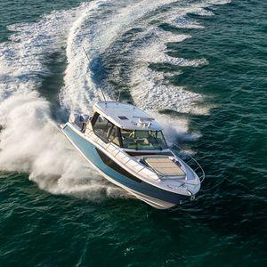 lancha Express Cruiser com motor de popa / quadrimotora / com hard-top / de pesca esportiva
