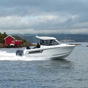lancha Day Cruiser com motor de popa / com cockpit fechado / com hard-top / de cruzeiro
