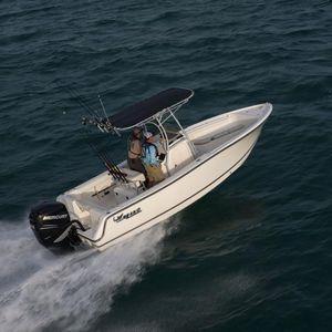 lancha de console central com motor de popa / com console central / de pesca esportiva / offshore