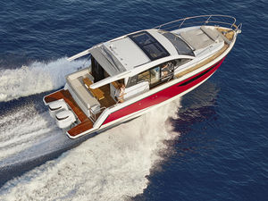 lancha Express Cruiser com motor de popa / bimotor / com hard-top / com flybridge fechado