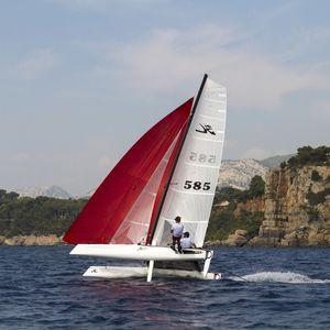 catamarã esportivo de regata