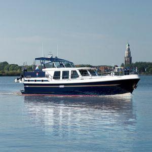 lancha Express Cruiser com motor de centro / a diesel / com flybridge / fluvial