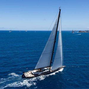 super iate à vela de luxo de cruzeiro rápido / de regata / com deck saloon / em carbono