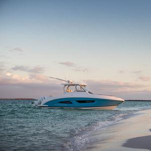 lancha Express Cruiser com motor de popa / bimotor / com hard-top / open