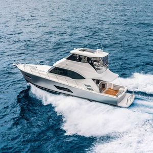 lancha Express Cruiser IPS POD / a diesel / bimotor / com casco planante