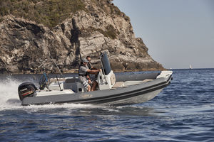 barco inflável de casco rígido (RIB)
