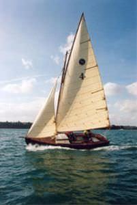 veleiro daysailer / tradicional / de popa aberta / houari