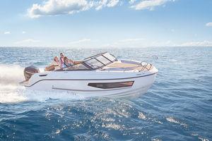 lancha Cabin Cruiser com motor de popa / open