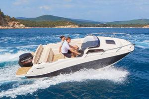 lancha Day Cruiser com motor de popa / máx. 5 pessoas / com cabine / com solário